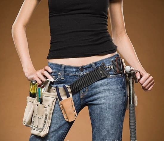 woman-with-tool-belt