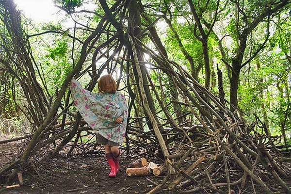 den-making-in-the-woods